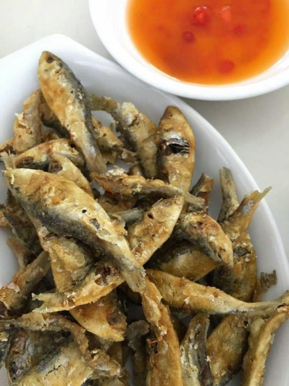 Crunchy Tawilis at Mahogany Market